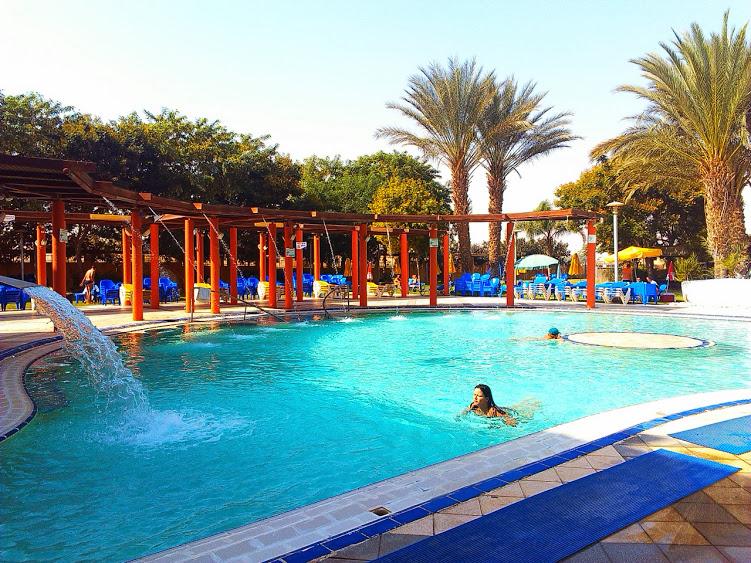 Термальный бассейн в пустыне Негев