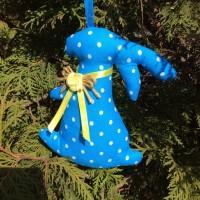 Заяц-очаровашка на дереве