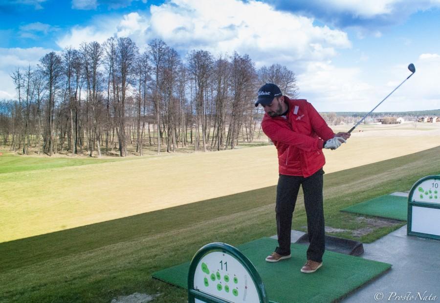 Так обучают игре в гольф