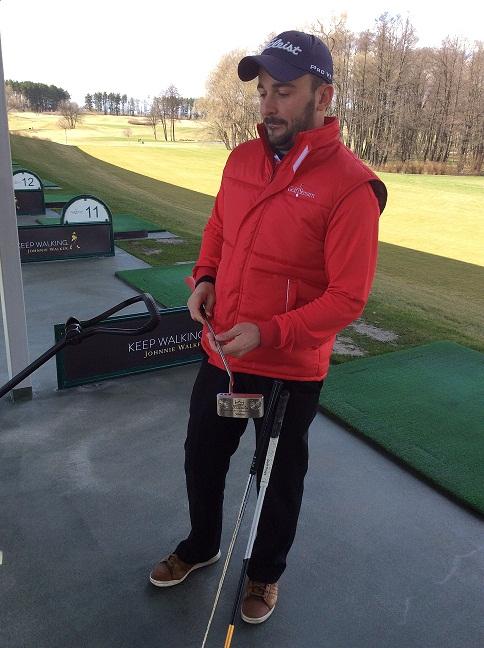 Преподаватель игры в гольф Денис