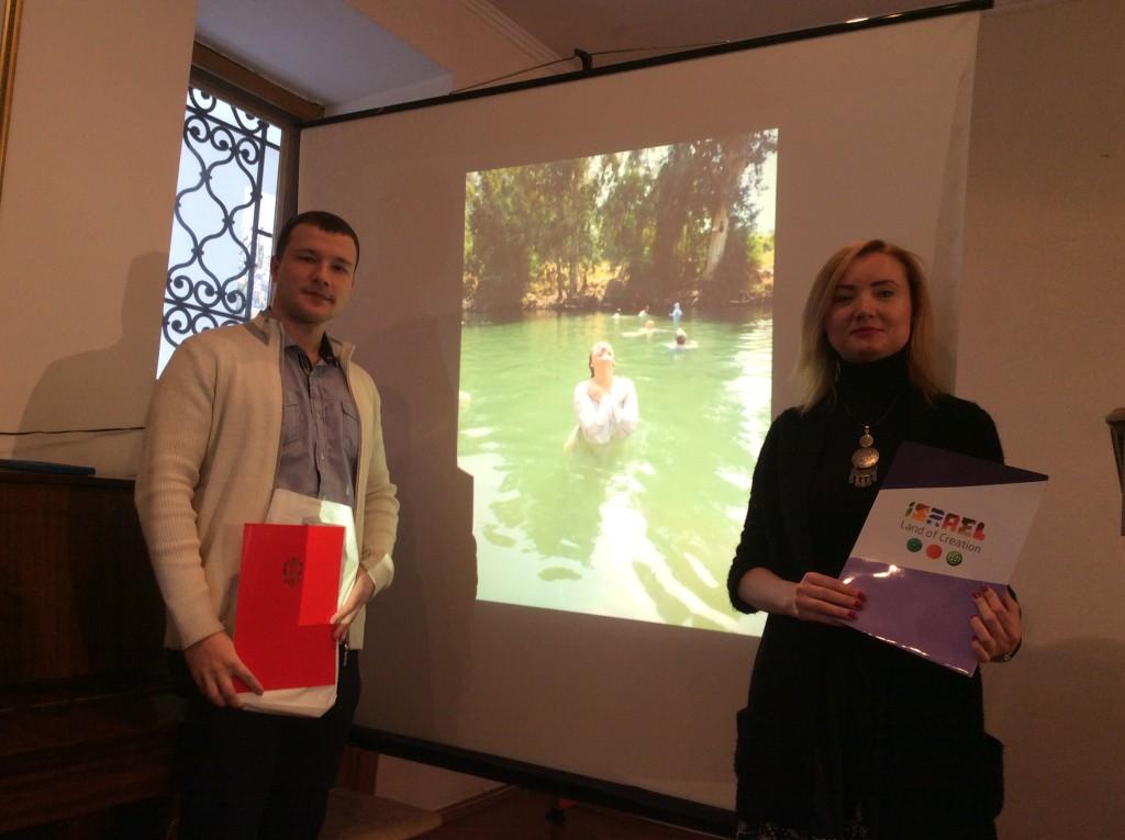 Победитель фото-конкурса Михаил Тищенко и Анна Серокурова, эксперт по туризму Министерства туризма Государства Израиль в Украине