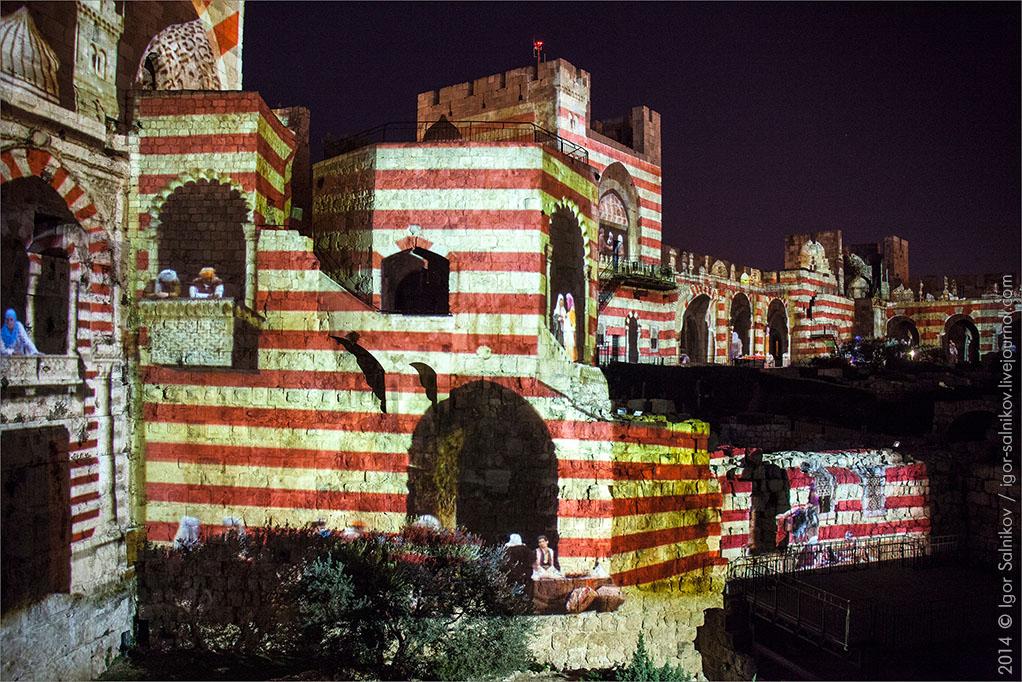 Световое шоу на стенах старого города