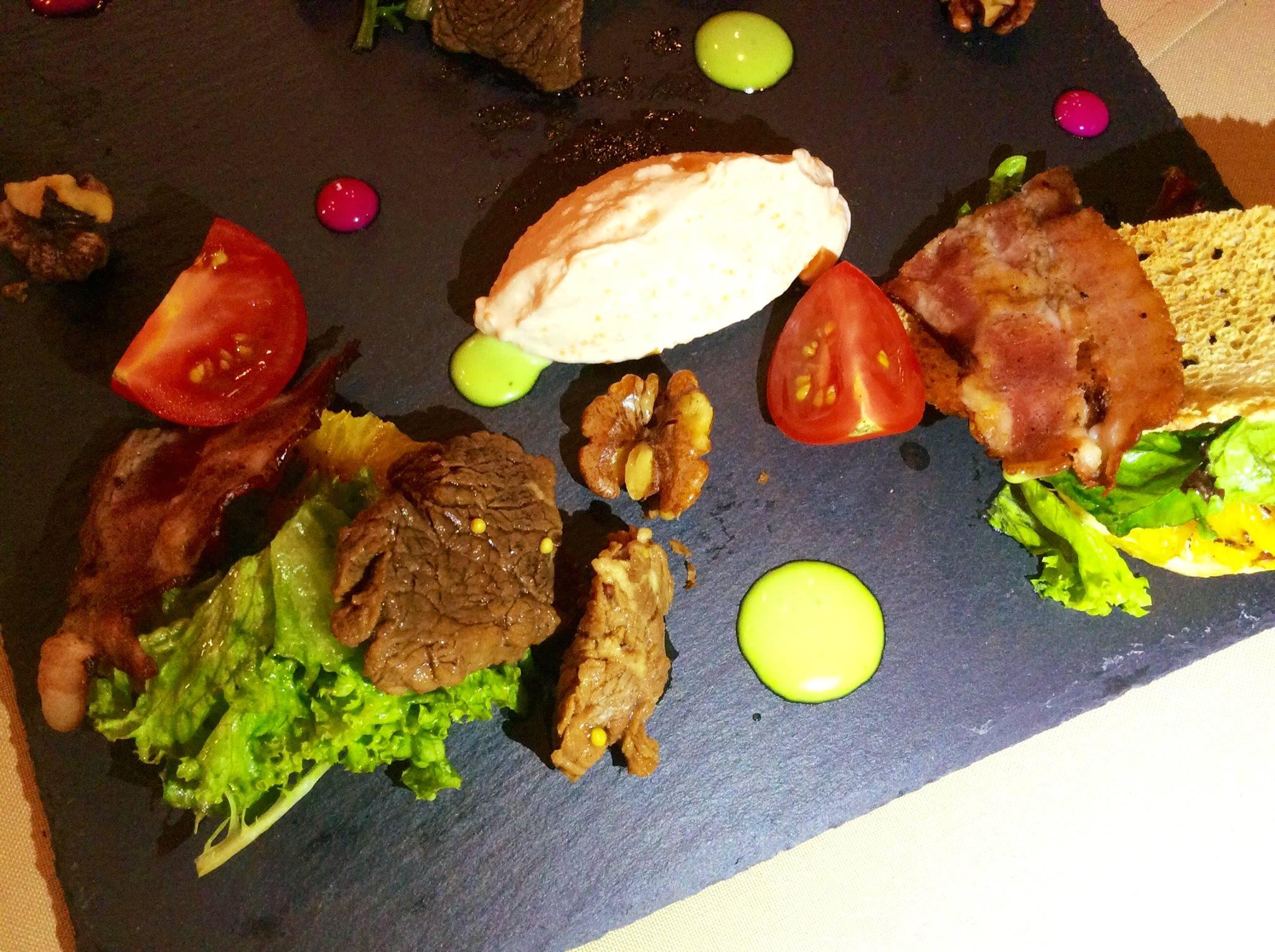Салат с томленой телятиной